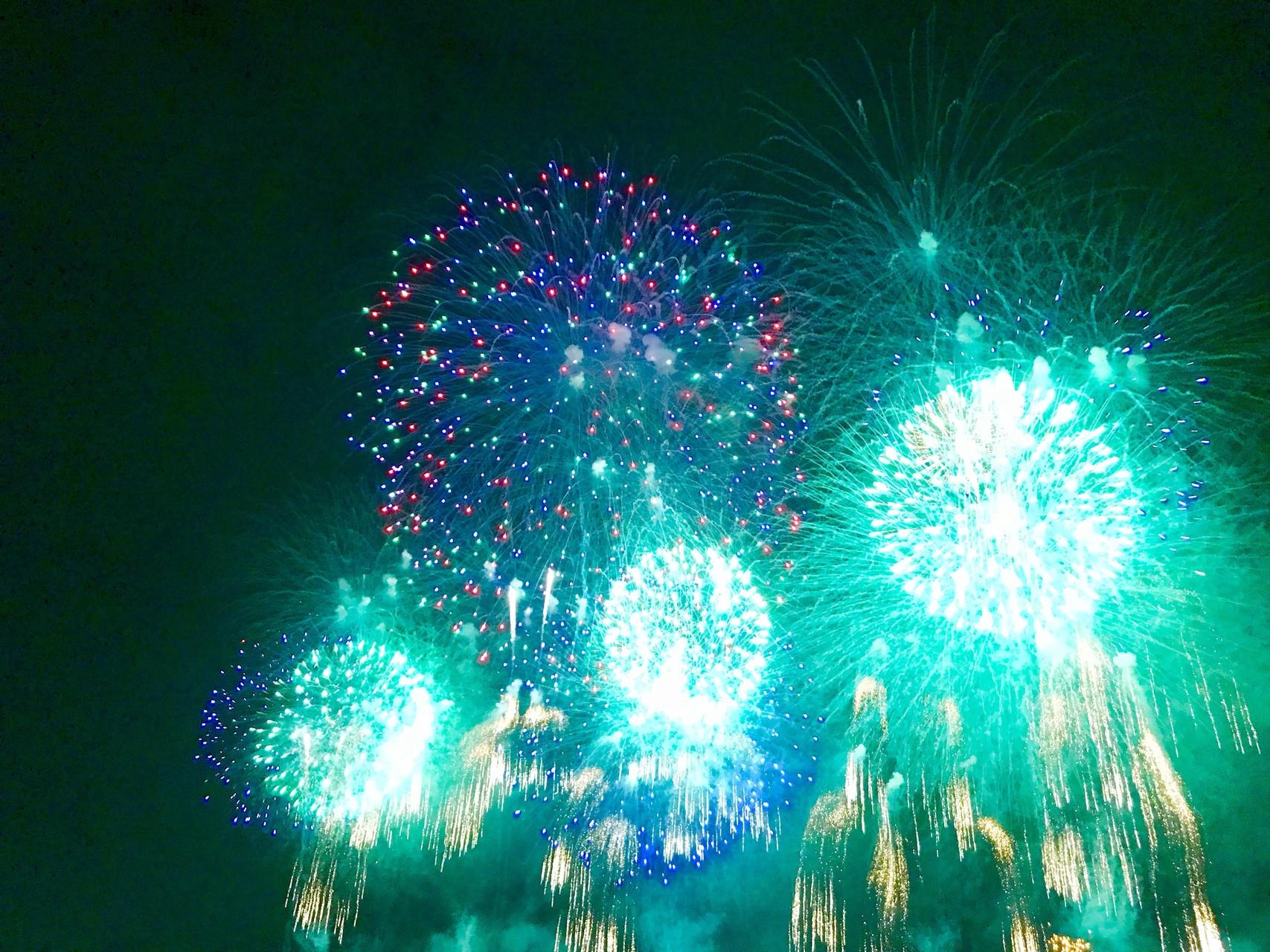 青緑色の土浦の花火