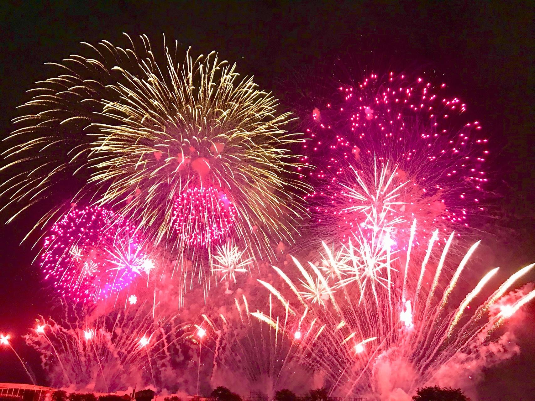 赤一色の土浦の花火