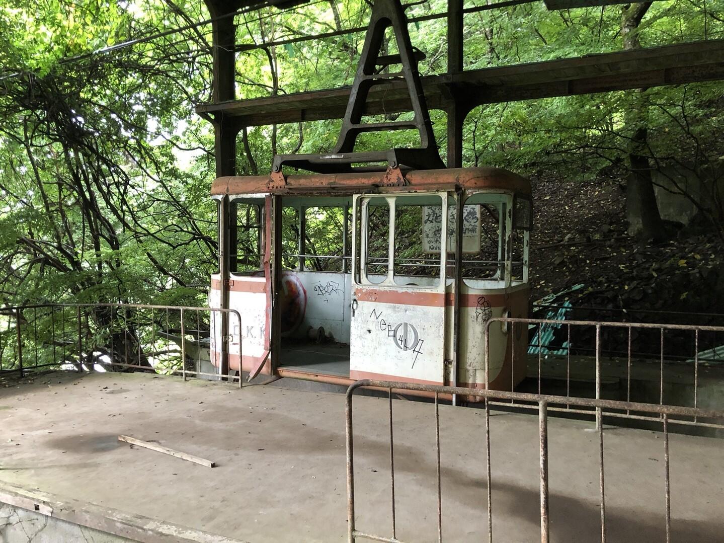 ジャーン、三頭山の廃ロープウェイ乗り場🚡<br> 廃墟マニアじゃないけど、興奮するねこれは!