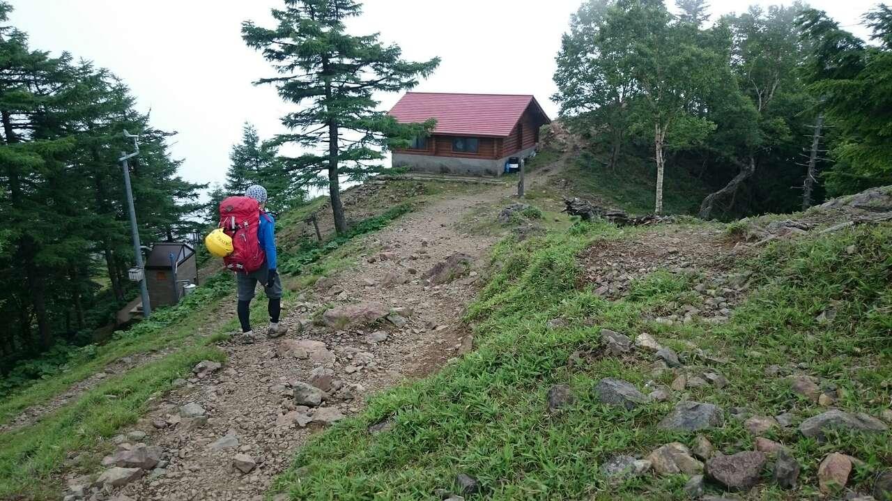 山頂下の避難小屋